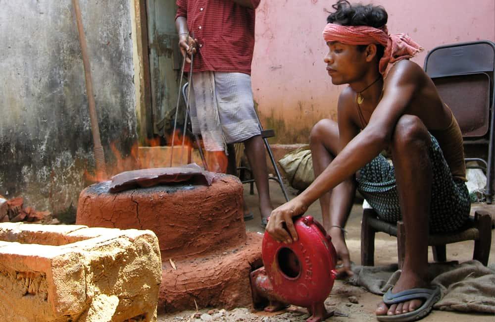 Stoking furnace for making dhokra artifacts
