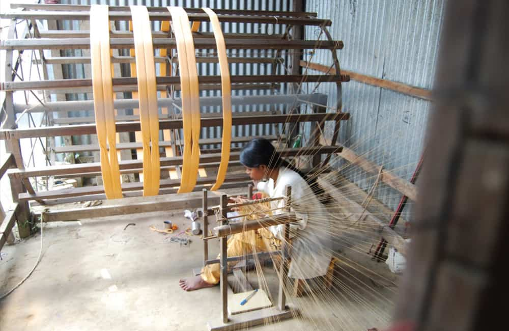 Weaving-thread-on-wheel