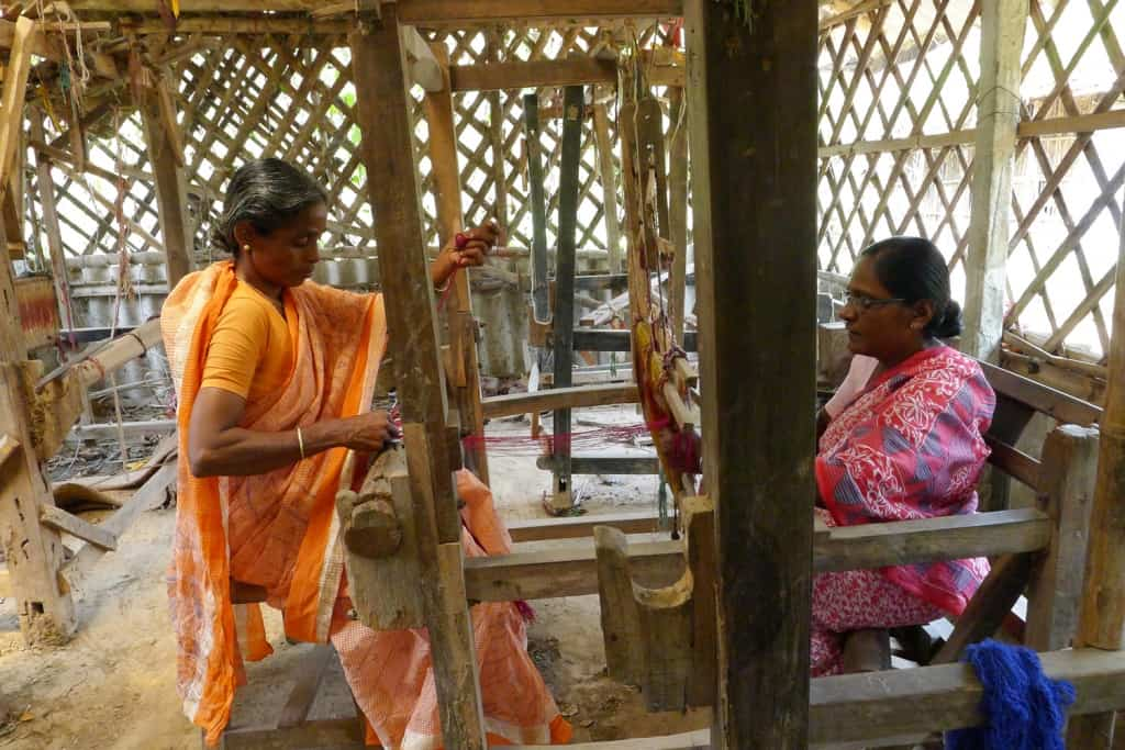 Belloon Hasta Shilpo handloom weaving