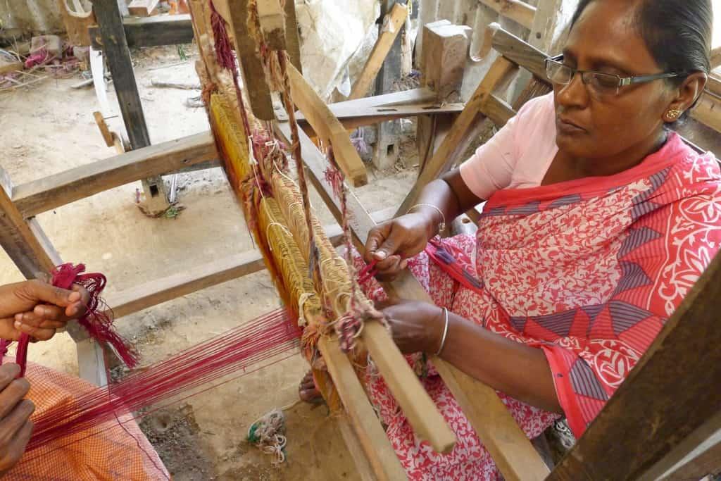 Belloon Hasta Shilpo handloom weaving